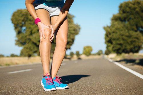 mujer-dolor-rodilla-500x334
